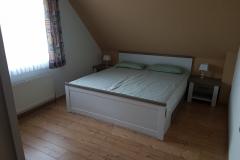 Schlafzimmer 1 (4)